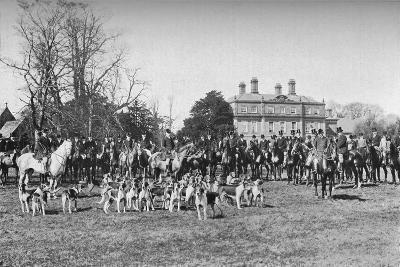 The Albrighton Hounds: A Meet at Stretton, c1903, (1903)--Giclee Print