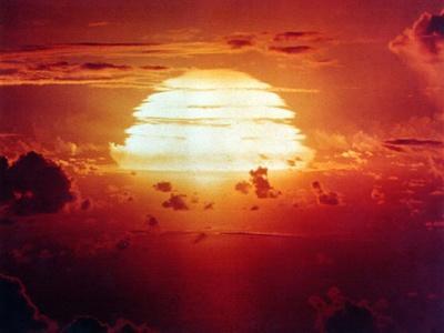 https://imgc.artprintimages.com/img/print/the-apache-shot-was-a-1-85-megaton-hydrogen-bomb-enewetak-atoll-on-july-8-1956_u-l-ph85240.jpg?p=0
