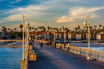 https://imgc.artprintimages.com/img/print/the-belmont-pier-in-long-beach-california_u-l-q19xqy90.jpg?p=0