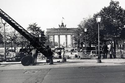The Berlin Wall, under Construction in August 1961--Photographic Print