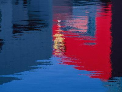https://imgc.artprintimages.com/img/print/the-bright-lights-of-the-city-reflected-in-the-rain-puddles-around-the-sydney-opera-house_u-l-p4emab0.jpg?p=0