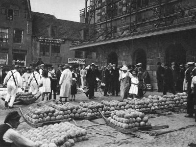 The Cheese Market on Friday, Alkmaar, Netherlands, C1934--Giclee Print