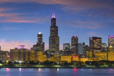 https://imgc.artprintimages.com/img/print/the-chicago-skyline-over-lake-michigan-at-dusk_u-l-pzs7sl0.jpg?p=0