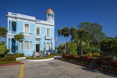 https://imgc.artprintimages.com/img/print/the-colorful-hostal-palacio-azul-in-the-punta-gorda-section-of-cienfuegos_u-l-pu6hvg0.jpg?p=0