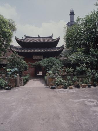 https://imgc.artprintimages.com/img/print/the-courtyard-and-minaret-of-the-memorial-mosque-to-the-prophet-the-huai-sheng-si_u-l-q1fmyda0.jpg?p=0