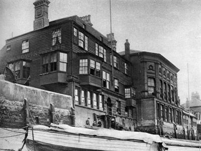 The Crown and Sceptre Inn in Greenwich, London, 1926-1927