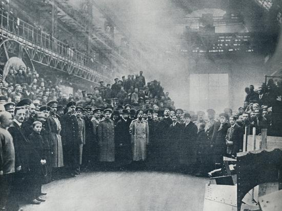 The Czar, taken among the workmen at the great Putiloff Munition and Engineering Works, 1914-Unknown-Photographic Print
