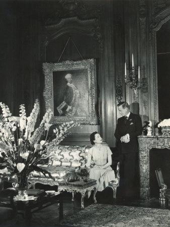 The Duke And The Duchess Of Windsor In Paul Louis Weilleru0027s House, Paris,  France, 1949 Photographic Print By Cecil Beaton | Art.com