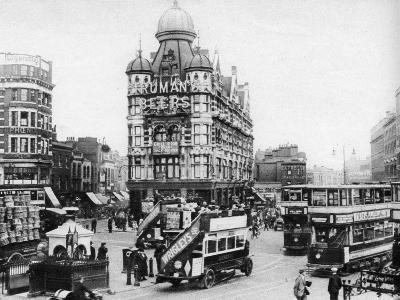 The Elephant and Castle, London, 1926-1927--Giclee Print