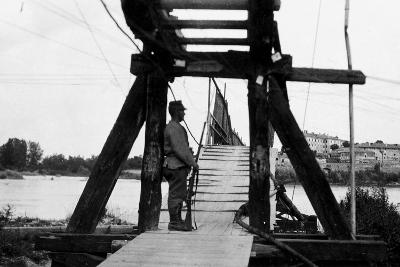 The Footbridge Connecting Gradisca with Sdraussina During World War I-Ugo Ojetti-Photographic Print