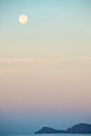 https://imgc.artprintimages.com/img/print/the-full-moon-at-moonset-over-the-british-virgin-islands_u-l-poldve0.jpg?p=0
