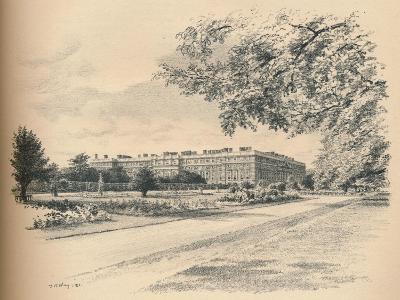The Garden Fronts of Hampton Court Palace, 1902-Thomas Robert Way-Giclee Print
