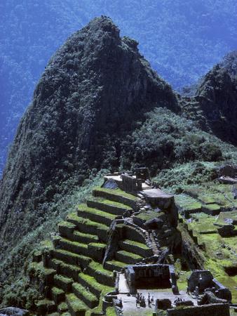 https://imgc.artprintimages.com/img/print/the-inca-ruins-of-machu-picchu_u-l-pew0qt0.jpg?p=0