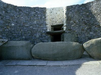 https://imgc.artprintimages.com/img/print/the-incised-entrance-stone-in-front-of-the-mouth-of-the-passage-to-the-burial-chamber-at-newgrange_u-l-pm4g3i0.jpg?p=0