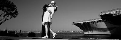 The Kiss Between a Sailor and a Nurse Sculpture, Unconditional Surrender