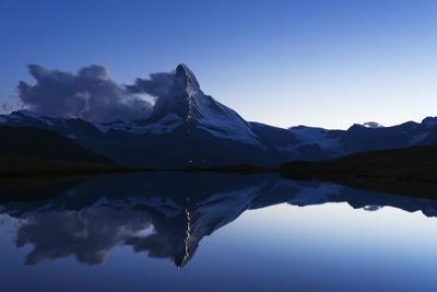 https://imgc.artprintimages.com/img/print/the-matterhorn-zermatt_u-l-q12sdzy0.jpg?p=0