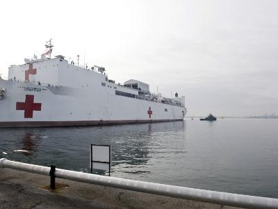 The Military Sealift Command Hospital Ship Usns Comfort Pulls Away from Canton Pier--Photographic Print