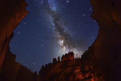 https://imgc.artprintimages.com/img/print/the-milky-way-over-bryce-canyon_u-l-pzrmms0.jpg?p=0