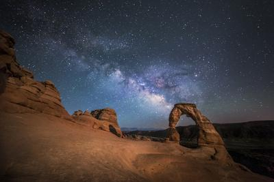 https://imgc.artprintimages.com/img/print/the-milky-way-shines-over-delicate-arch-at-arches-national-park-utah_u-l-q10thcy0.jpg?p=0
