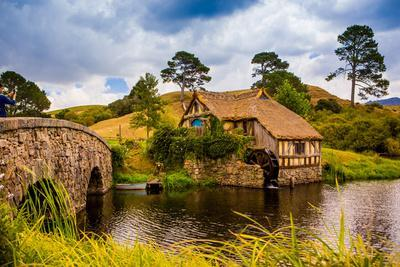 https://imgc.artprintimages.com/img/print/the-mill-hobbiton-north-island-new-zealand-pacific_u-l-q12qrck0.jpg?p=0