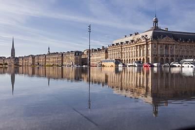 https://imgc.artprintimages.com/img/print/the-miroir-d-eau-water-mirror-in-the-city-of-bordeaux-gironde-aquitaine-france-europe_u-l-q12sdm70.jpg?p=0