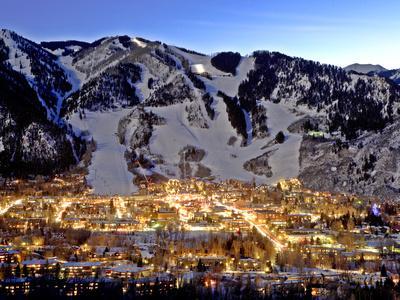 https://imgc.artprintimages.com/img/print/the-mountain-town-of-aspen-colorado-at-dusk-in-the-winter_u-l-pft8vc0.jpg?p=0