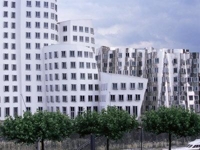 https://imgc.artprintimages.com/img/print/the-neuer-zollhof-building-by-frank-gehry-at-the-medienhafen-dusseldorf-north-rhine-westphalia_u-l-p1q4pj0.jpg?p=0
