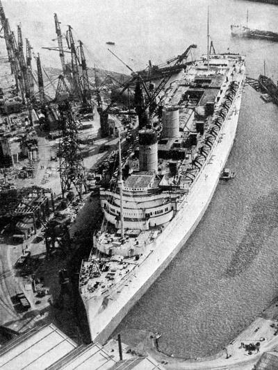 The Ocean Liner RMS Queen Mary, Clydebank, Glasgow, 1934--Giclee Print