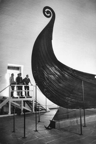 """The """" Oseberg boat"""", a Viking ship now in the Viking-skipshuset Museum in Oslo, Norway.-Erich Lessing-Photographic Print"""