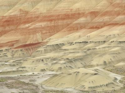 https://imgc.artprintimages.com/img/print/the-painted-hills-at-the-john-day-fossil-beds-national-monument-oregon-usa_u-l-pzlgze0.jpg?p=0
