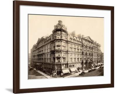 The Palmer House on the Corner of State and Monroe Streets, Chicago, 1890s--Framed Giclee Print