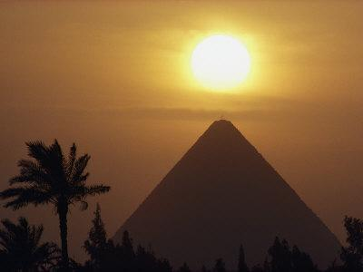 https://imgc.artprintimages.com/img/print/the-pyramid-of-cheops-the-first-and-largest-of-the-three-pyramids-of-giza_u-l-p3q8600.jpg?p=0