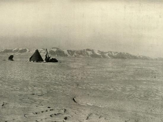 'The Queen Alexandra Range Photographed on the way down the Glacier', c1908, (1909)-Unknown-Photographic Print