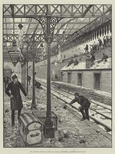 The Railway Strike in Scotland, Mob at Motherwell Wrecking the Station
