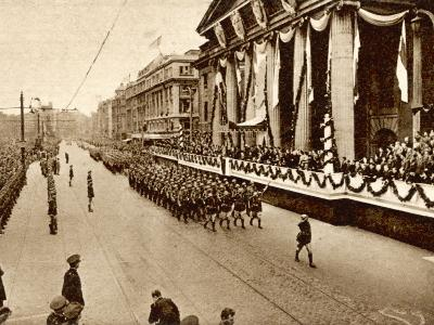 The Republic of Ireland Proclaimed: Saluting the Gpo--Photographic Print