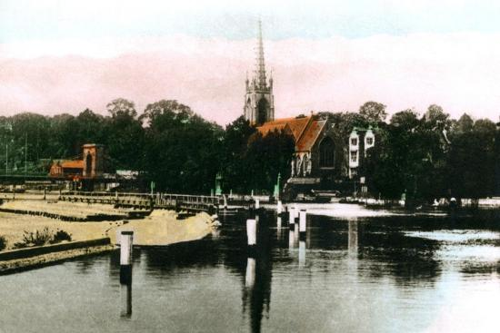 The River Thames at Marlow, Buckinghamshire, 1926--Giclee Print