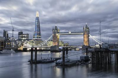 https://imgc.artprintimages.com/img/print/the-river-thames-tower-bridge-city-hall_u-l-pwfwl10.jpg?p=0