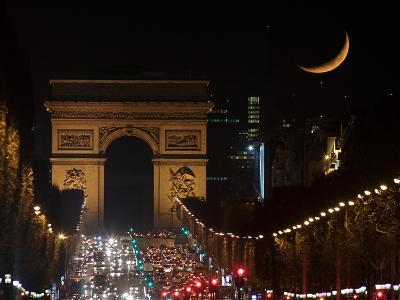 The Setting Crescent Moon at the Arc De Triomphe and Champs-Elysees Avenue-Babak Tafreshi-Photographic Print