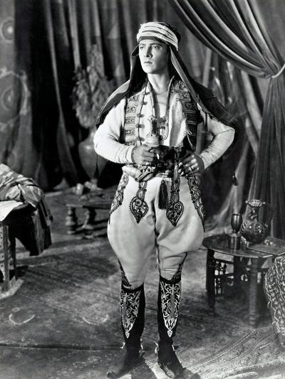 THE SHEIK, Rudolph Valentino, 1921--Art Print
