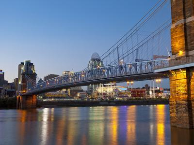 https://imgc.artprintimages.com/img/print/the-skyline-of-cincinnati-ohio-usa_u-l-pxq9d60.jpg?p=0