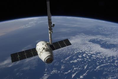 The Spacex Dragon Cargo Craft Prior to Being Released by the Canadarm2 Robotic Arm--Photographic Print