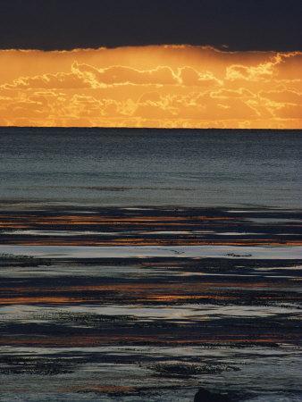 https://imgc.artprintimages.com/img/print/the-sun-sets-over-the-pacific-ocean-off-shell-beach_u-l-p3r0kr0.jpg?p=0