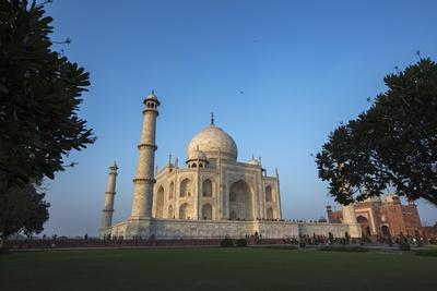 The Taj Mahal and Guesthouse-Macduff Everton-Photographic Print