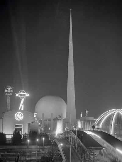 The Trylon and Perisphere--Photographic Print