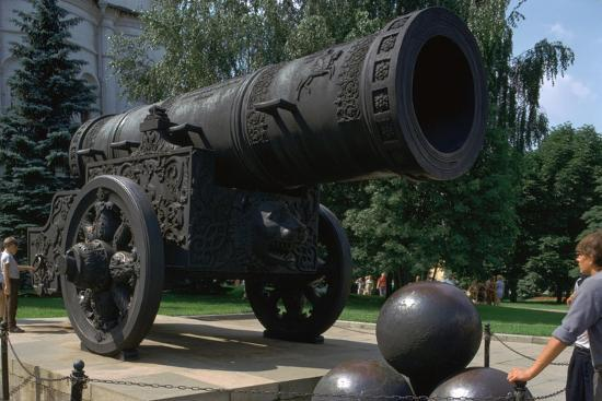 The Tsar's Cannon, the largest cannon in the world. Artist: Unknown-Unknown-Giclee Print