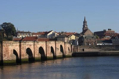 The Tweed River with Ponte Vecchio Arch Bridge with Five Arches (Built in 1610-34)--Photographic Print