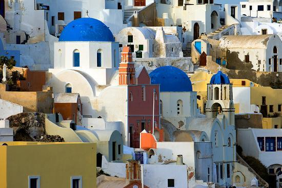the-village-of-oia-by-day