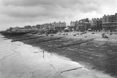 The West Sea Front, Worthing, West Sussex, C1900s-C1920S--Giclee Print