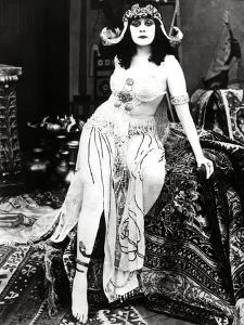 "Theda Bara. ""Cleopatra"" 1917, Directed by J. Gordon Edwards"
