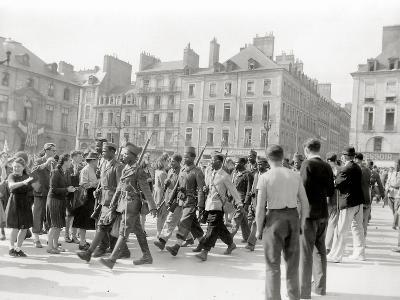 These Black Soldiers from French Colonies are Marching to the Applause of Civilians--Photographic Print